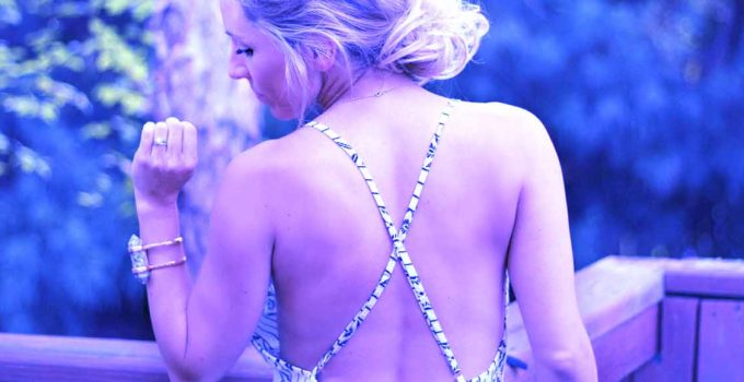 What Kind of Bra to Wear with Backless Dress